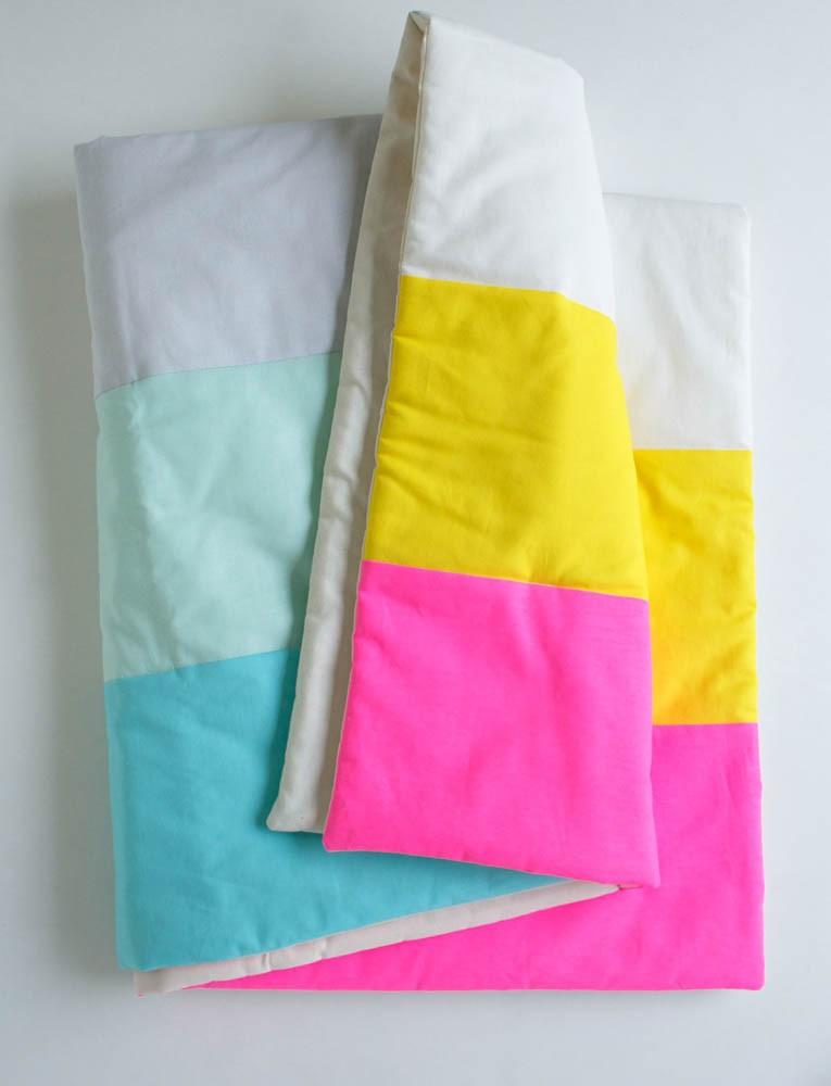 Bạn cũng có thể đặt may vỏ chăn, ga hay gối với những màu sắc sáng và bắt mắt.