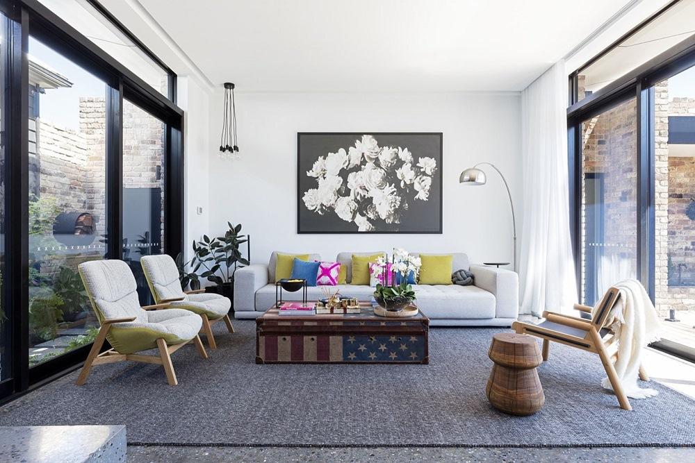 Phòng khách đẹp giản dị với màu sắc sinh động.